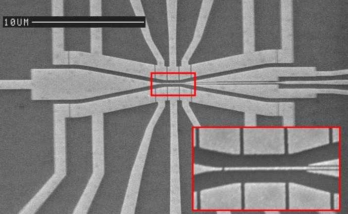 Scanning electron micrograph of two channels with a tunnel barrier between them